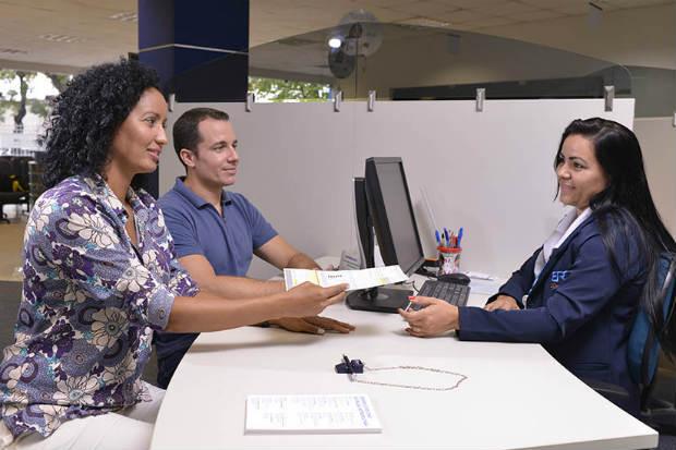 Os clientes com três contas mensais em atraso poderão procurar uma loja de atendimento da companhia. Foto: Eudes Santana/Divulgação