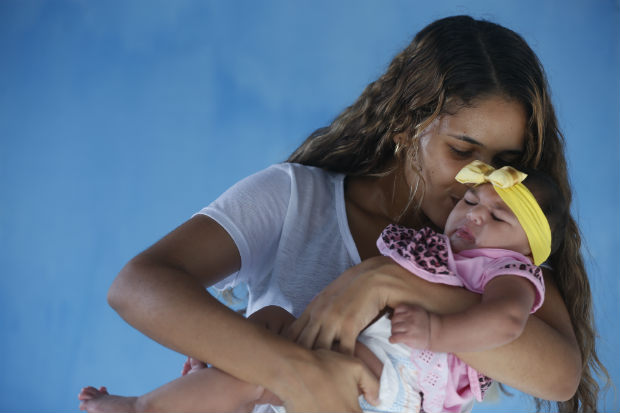 Viver a maternidade, para Iris, tem sido uma experiência de redenção com a criança e consigo mesma. Foto: Rafael Martins/Esp.DP