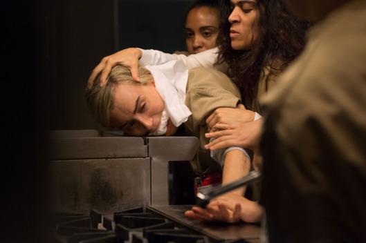 Piper (Taylor Schilling) em apuros na nova temporada de Orange is the new black. Foto: Netflix/Divulgação