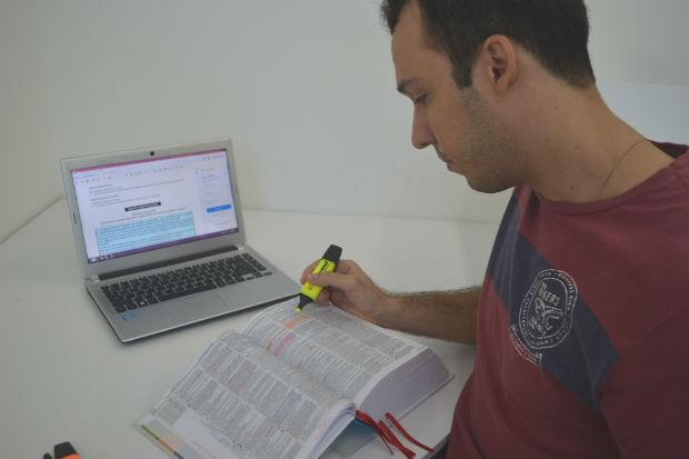 Divulgação do número de concorrentes desestimula muita gente, mas o melhor é usá-la como motivação para aumentar o nível de estudo. Foto: Malu Cavalcanti/Esp. DP