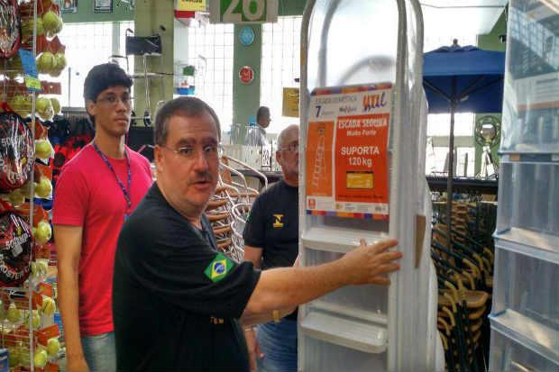 Agentes do Ipem-PE apreenderam escadas em um estabelecimento do Recife sem certificação do Inmetro. Foto: Ipem-PE/Divulgação