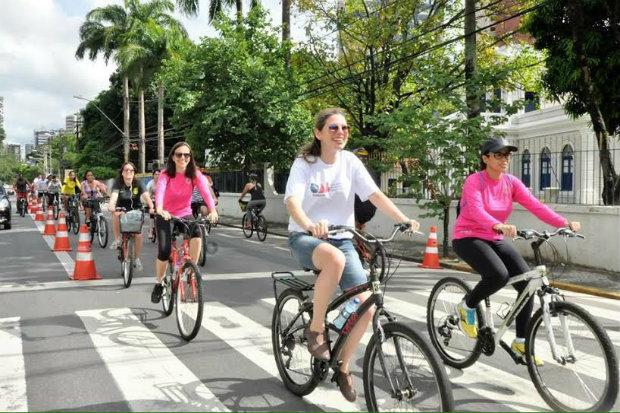 Ciclistas partem do parque da Jaqueira e chegam à rua do Bom Jesus. Foto: Divulgação