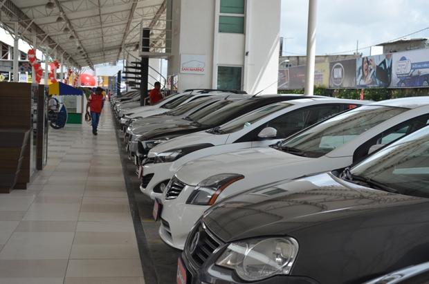 Após nove anos de crescimento nas vendas, setor de carros levará tempo para se recuperar de crise. Foto: Malu Cavalcanti/Especial para o o DP/Arquivo DP