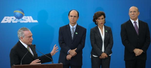 Pedro Parente (segundo da esq. para a dir.) foi empossado pelo presidente em exerc