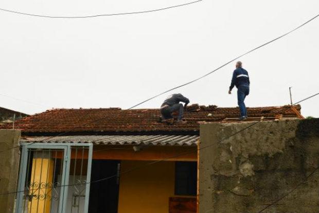 Vendaval provocou destelhamento de casas no munic