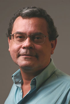 Carlos Magno Lopes é professor do Departamento de Economia da UFPE. Foto: Tiago Lubambo/Divulgação