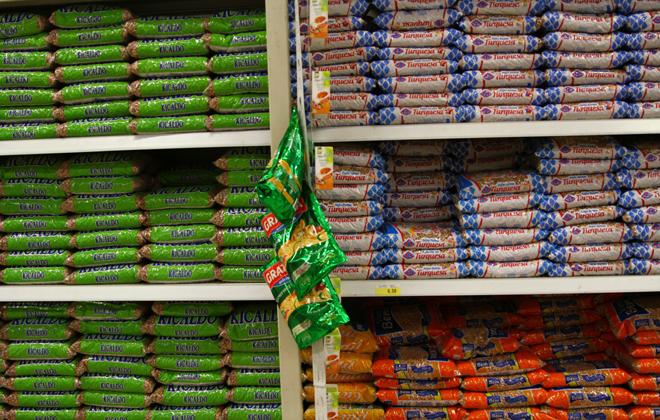 Nos supermercados do Recife, o feijão mais caro tem sido justamente o mais popular entre os pernambucanos: o mulatinho. Foto: Annaclarice Almeida/Arquivo DP