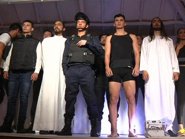 Roupas sao assinadas por famoso estilista Miguel Caballero. Foto: Reprodução da internet/Moheet.com