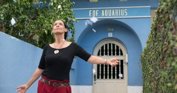 Sonia Braga interpreta a última moradora de um antigo prédio na Avenida Boa Viagem