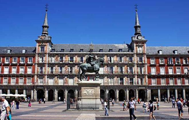 Plaza Mayor é parada obrigatória em Madri. Foto: Victor Ferrando/Flickr