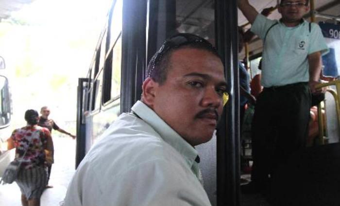 O cobrador Claudio Aquino tem a expectativa de ser remanejado em outra linha. Foto:Nando Chiappetta/DP
