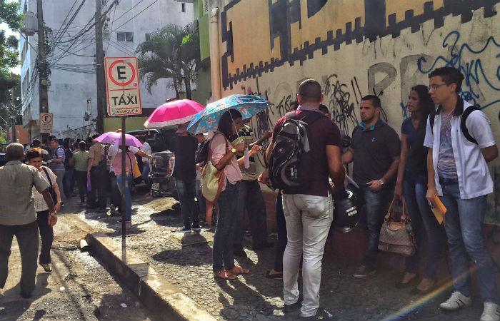 Fila gigantesca passando pela Rua Princesa Isabel atravessou quarteirões. Foto: Carol Sá Leitão/ DP