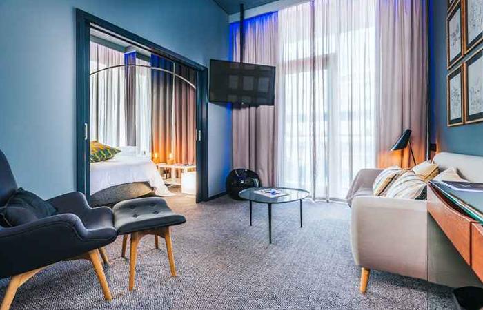 Os 49 quartos do hotel têm Apple TV (televisor inteligente de 49 polegadas), ligação de áudio via Bluetooth e cabo HDMI à televisão. Foto: Pestana CR7/Funchal/Divulgação