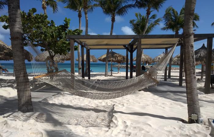 Aproveite o visual das praias de areia fininha e o barulho da água transparente indo e vindo para relaxar. Foto: Paulo Goethe/DP