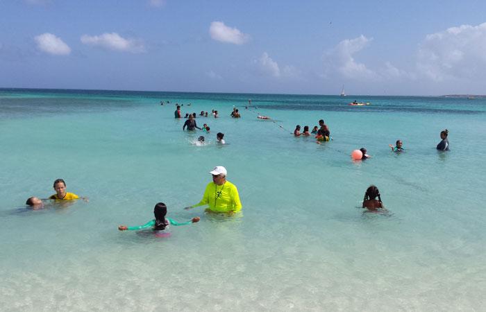 Palm Beach, assim como Baby Beach, é ideal para quem viaja com crianças ou prefere um piscinão rasinho. Foto: Paulo Goethe/DP