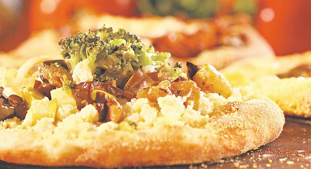 Snaubar tem um cardápio variado de comida árabe, com esfirras, kibe e outras receitas em versões veganas. Zé Henrique Moura/Divulgação