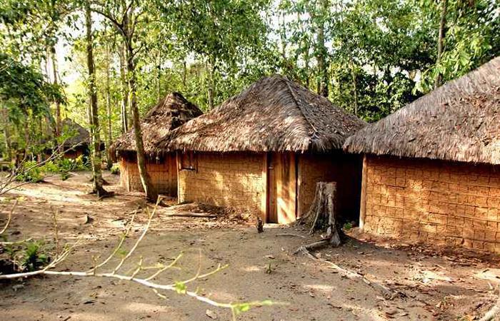 Os kijemes são as moradias tradicionais dos indígenas na Reserva Pataxó da Jaqueira. Construções lembram casas de pau a pique. Foto: Rodolfo Vilela Mtur/Divulgação