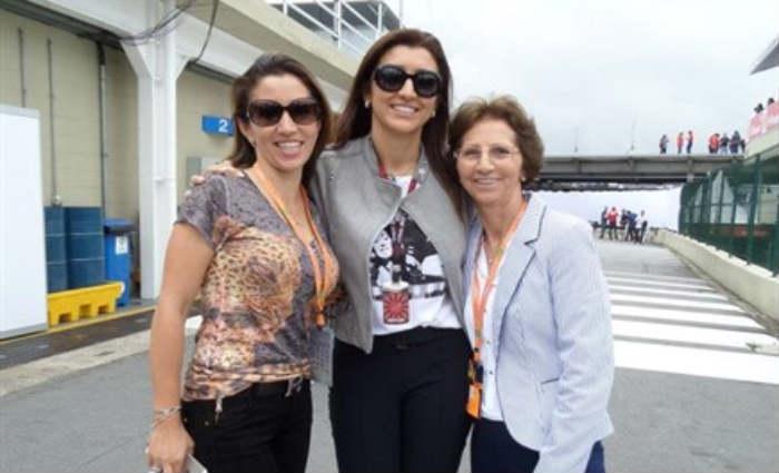 Aparecida Schunck e a filha, Fabiana Flosi, em Interlagos. Foto: Facebook/Reprodu