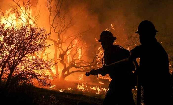 Incêndio na Califórnia desaloja mais de 80 mil