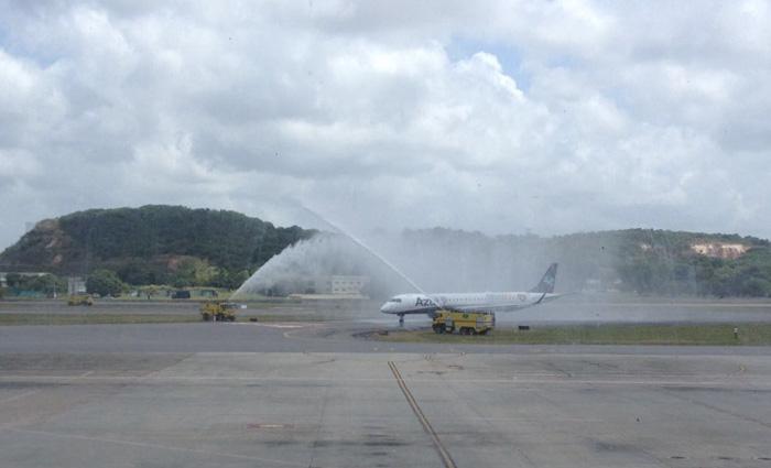 """Anúncio do novo voo internacional foi feito durante o batismo de uma aeronave da Azul que leva os dizeres: """"Pernambuco, Coração do Nordeste"""". Foto: André Clemente/DP"""