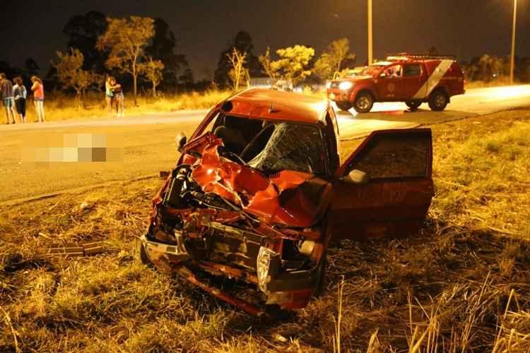 Testemunhas agrediram os ocupantes do Fiat Uno que foram socorridos pelo Corpo de Bombeiros. Foto: Correio Braziliense