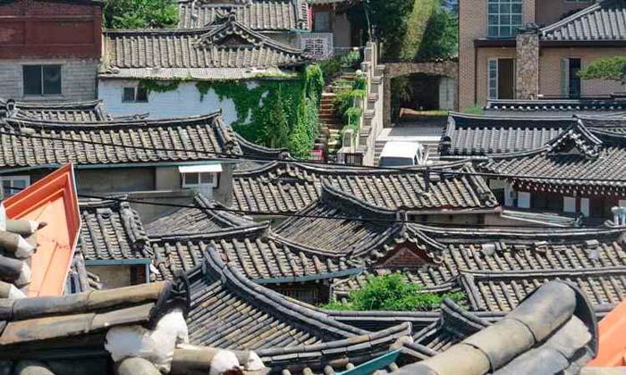 Em Bukchon Hanok, a arquitetura é antiga e típica. Foto: Rodrigo Craveiro/CB/D.A. Press