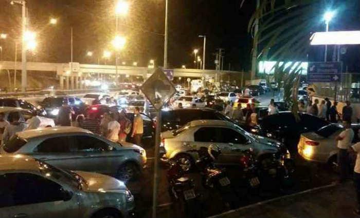 Motoristas parceiros da Uber chegaram a fechar parte de avenida da capital mineira em protesto depois da confus