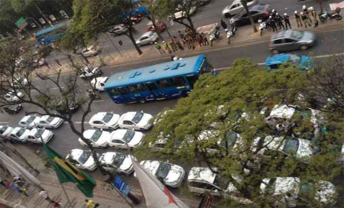 Duas faixas de uma das principais avenidas da capital mineira ficaram interditadas. Foto: Divulga