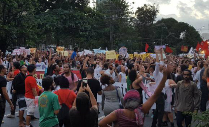 Manifestantes lotam as ruas de Salvador contra o governo Temer. Foto: Sayonara Moreno/Ag