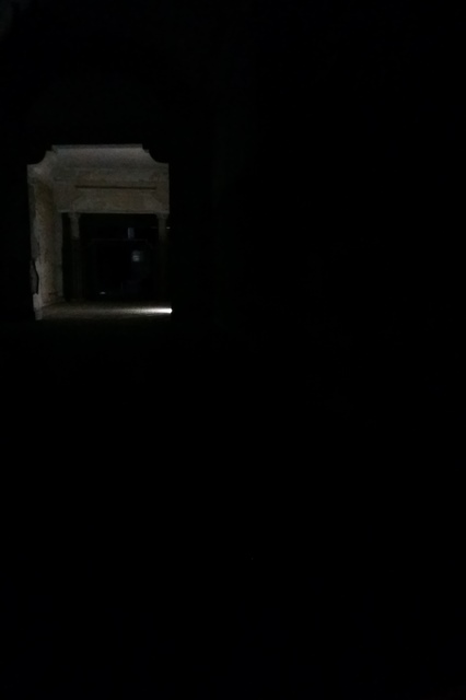 Acima, foto retirada do interior do Teatro do Parque por volta das 18h desta ter