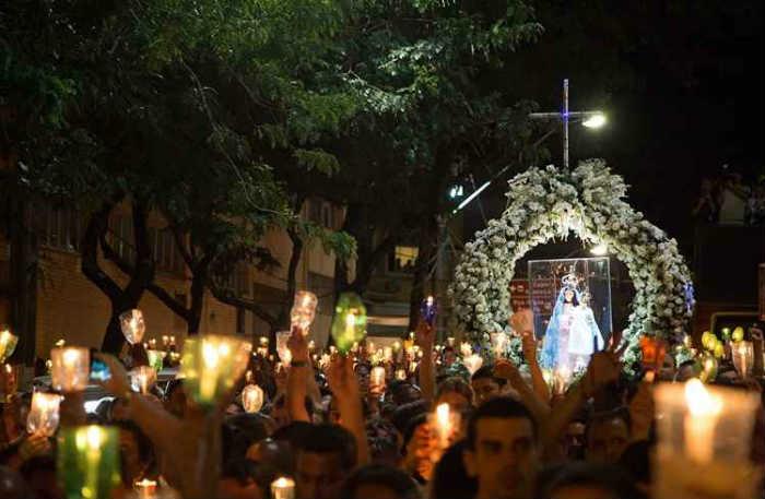O ponto de encontro dos fiéis é o convento da Penha, cartão-postal de Vila Velha. Foto: Universo UFES/Reprodução