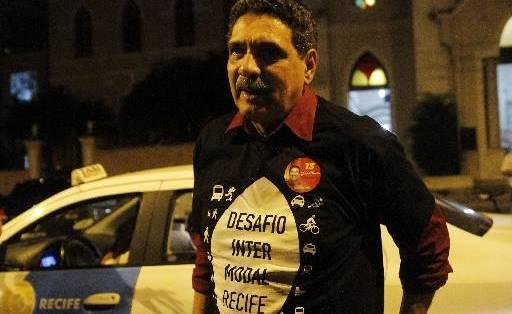João Paulo pagou R$ 31 ao utilizar o táxi no desafio. Ele foi o terceiro dos candidatos a chegar. Foto: Ricardo Fernandes/DP