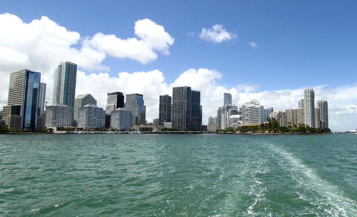 De janeiro a agosto deste ano, Pernambuco recebeu 10,6 mil turistas norte-americanos. Números devem aumentar com voo direto. Foto: Miami Skyline/Divulgação