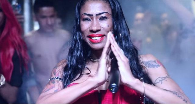 Inês Brasil no clipe da música Undererê. Foto: Reprodução/YouTube