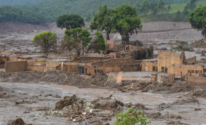 Barragem da mineradora Samarco se rompeu no distrito de Bento Rodrigues, zona rural a 23 quil