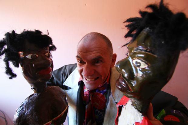 Sebastião Simão Filho vai reestrear espetáculo de teatro de bonecos voltado para adultos. Crédito: Peu Ricardo/D.P./D.A.Press