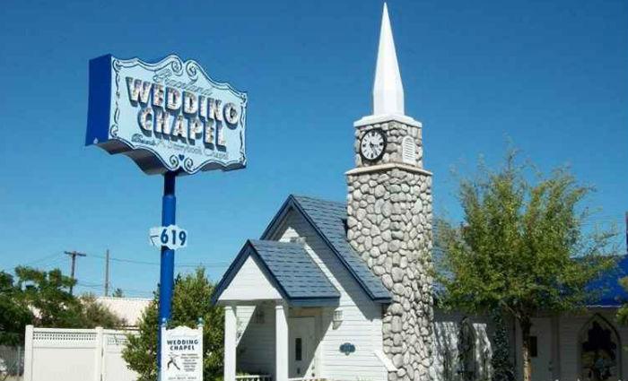 Uma das mais famosas capelas de Las Vegas é a Graceland Wedding Chapel. Foto: Una Habitacion para Dos/Reprodução
