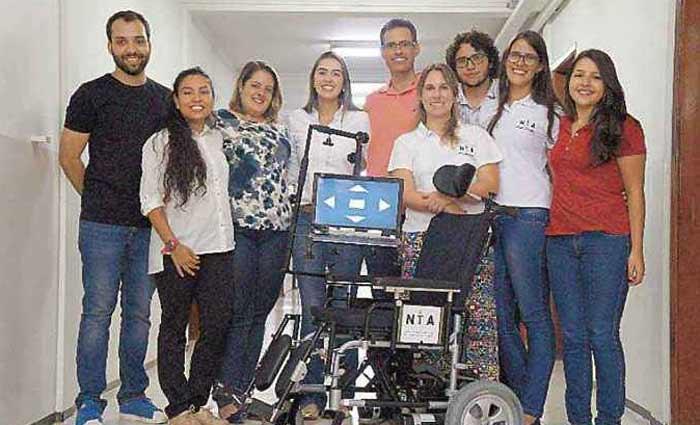 Criadores do dispositivo motorizado: testes feitos com seis pacientes. Foto: UFU/Divulgação