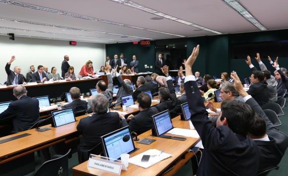 Comissão Especial da Câmara, que analisava a PEC 241, aprovou na última quinta-feira (6) o texto principal do substitutivo do relator, deputado Darcísio Perondi Crédito: Fabio Rodrigues Pozzebom/Agência Brasil