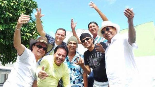 Grupo já teme 23 discos lançados. Apolo (camisa preta, na esquerda), esteve no grupo por 25 anos. Foto: Rominho Pimentel/Cortesia