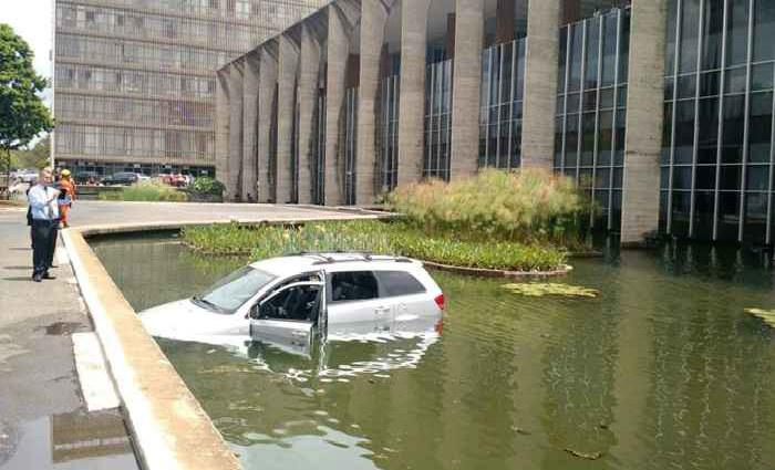 O motorista foi encaminhado consciente e orientado para o servi