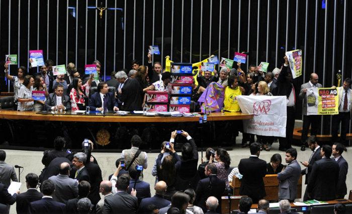 PEC 241 foi votada sob protestos de manifestantes nas galerias da Câmara. Foto: Luis Macedo/Câmara dos Deputados