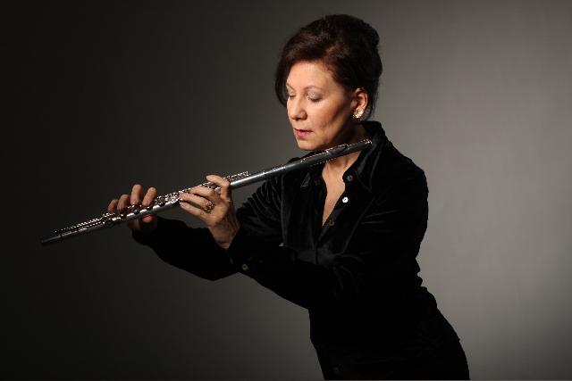A flautista Camilla Hoitenga é um dos destaques do festival. Foto: Sonja Dierscherl/Divulgação