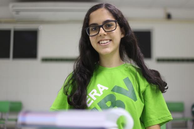 Giulia Gimino, 17 anos, do Colégio Boa Viagem, investe em simulados de redação e leituras. Foto: Anderson Freire/Esp.DP.