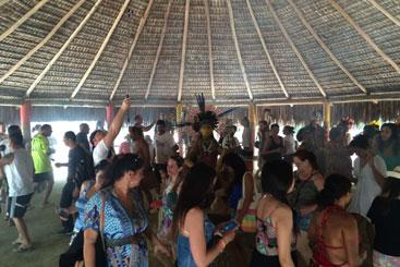 Público participa de ritual indígena na Aldeia Pataxó da Jaqueira. Foto: Edilson Segundo/DP