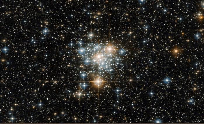 O aglomerado de estrelas NGC 299 foi descoberto pelo astrônomo John Herschel em 1834. Foto: NASA