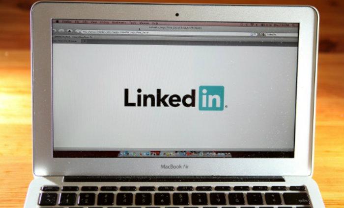 A Rússia ordenou nesta quinta-feira o bloqueio da rede social LinkedIn, que se converte no primeiro site a ser proibido após a aprovação de uma lei que impõe às empresas de internet o armazenamento dos dados pessoais no território russo. Foto: Justin Sullivan/AFP Photo