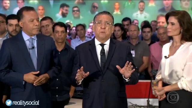 Heraldo Pereira, Galvão Bueno e Renata Vasconcellos puxaram a homenagem. Foto: Globo/Reprodução