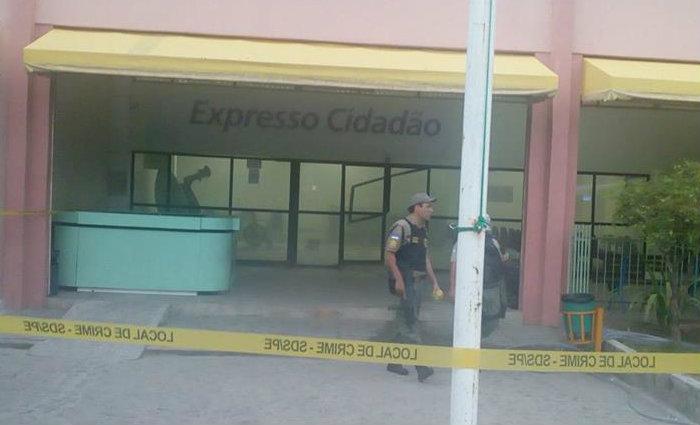 Prédio, danificado, está fechado para a realização de perícia e não terá expediente nesta quarta-feira. Foto: Reprodução/ Facebook