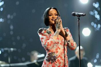 Rihanna se destaca entre artistas femininas mais ouvidas e é referência no R&B. Foto: Reprodução da internet